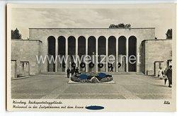 """III. Reich - Propaganda-Postkarte - """" Nürnberg. Reichsparteitaggelände. Mahnmal in der Luitpoldarena mit dem Kranz des Führers """""""