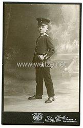Portraitfoto Deutsches Reich: kleiner Junge im Uniform und Seitengewehr