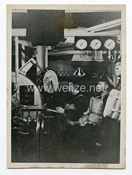 Kriegsmarine Pressefoto: Der Sperrbrecher bewegt sich durch den Kanal