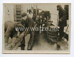 Kriegsmarine Pressefoto: Vom schweren Dienst der Eisbrecherbesatzungen 16.4.1944