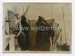 Kriegsmarine Pressefoto: Ausguckposten auf dem Signaldeck eines deutschen Kriegsschiffes 14.1.1941