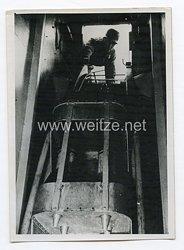 Kriegsmarine Pressefoto: Artillerie eines U-Jägers schießt
