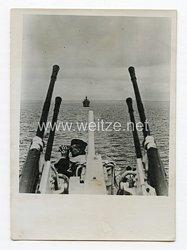 Kriegsmarine Pressefoto: Sperrballone und Flakwaffen schützen die Frachter 16.8.1944