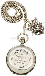 """Kaiserliche Marine Silberne Taschenuhrals Geschenk des Kommandanten der S.M.S Iltis """"Dem Gigssteurer - Hans Seidel"""""""