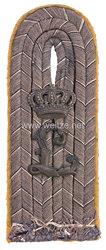 Preußen Einzel Schulterstück Feldgrau für einen Leutnant im Infanterie-Regiment König Ludwig III. v. Bayern (2. Niederschlesisches) Nr. 47