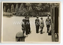 """III. Reich - Propaganda-Postkarte - """" Compiègne 1940 - Die französische Delegation wartet vor dem historischen Wagen auf den Beginn der Verhandlungen """""""