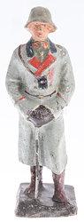 Schusso - Heer Generalstabsoffizier mit Mantel und Stahlhelm, Fernglas umgehängt und sich auf Säbel stützend.