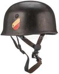 Luftwaffe Stahlhelm M 38 für Fallschirmjäger mit 2 Abzeichen
