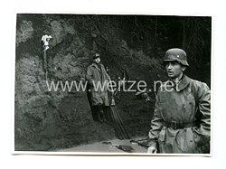 Wehrmacht Pressefoto: Soldaten bei einer Ruhepause