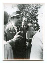 III. Reich Pressefoto: Max Schmeling spricht mit alliierten Kriegsgefangenen