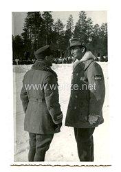Wehrmacht Foto Generaloberst Eduard Dietl mit kurzen Mantel und Rangabzeichen auf den Oberarm