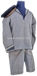 Marine Uniformensemble einer Kinderuniform
