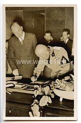 """III. Reich - Propaganda-Postkarte - """" Adolf Hitler - Regierungschef Mussolini unterschreibt das Abkommen von München """""""