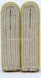 Wehrmacht Heer Paar Schulterstücke für einen Leutnant der Nachrichten
