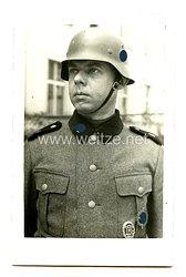 """Waffen-SS Portraitfoto, Angehöriger der 4. Hundertschaft in der SS-Division """"Totenkopf"""""""