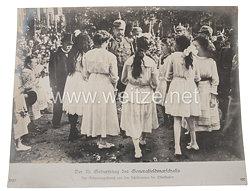 Deutsches Kaiserreich Pressefoto: Der 70. Geburtstag des Generalfeldmarschalls, der Geburtstagsstrauß von den Schülerinnen der Oberklassen