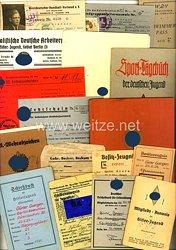 HJ Gebiet 3 ( Berlin ) - Dokumentengruppe mit Sportbuch des HJ-Führers für das Führer-Sportabzeichen eines Jungen des Jahrgangs 1924 aus Essen