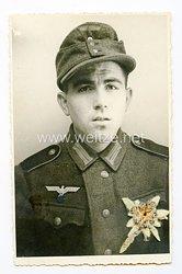 Wehrmacht Portraitfoto, Soldat mit Einheitsfeldmütze
