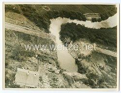Wehrmacht Pressefoto: Wie alle Brücken, so wurde auch diese Eisenbahnbrücke in der nähe von Staraja Russia von den Bolschewisten gesprengt. 13.9.1941