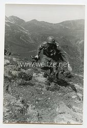 Wehrmacht Heer Pressefoto: Im Sprung vorwärts