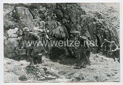 Wehrmacht Heer Pressefoto: Vorgehender Stosstrupp
