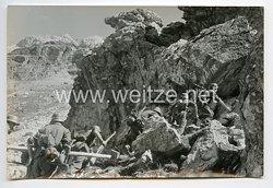 Wehrmacht Heer Pressefoto: Der Stosstrupp in schwierigen Gelände