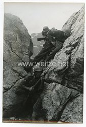 Wehrmacht Heer Pressefoto: Soldaten im Angriff