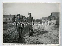 Wehrmacht Heer Foto, General und Ritterkreuzträger bei der Truppe