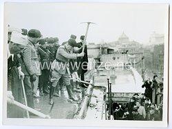 Königreich Italien Pressefoto: Benito Mussolini und die Schwarzhemden Milizia Volontaria per La Sicurezza Nazionale  (MVSN) in Rom
