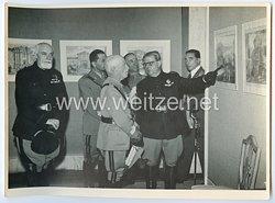 Königreich Italien Pressefoto: Viktor Emanuel III. in einem Museum