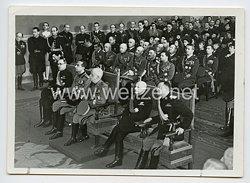Königreich Italien Pressefoto: KönigViktor Emanuel III. und italienische Offiziere