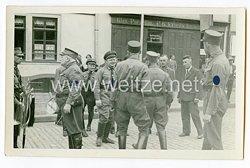 III. Reich Foto, NSDAP Politische Leiter und Angehörige der SA im Gespräch in der Spenglerstraße