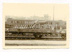 Wehrmacht Foto, altes Beute - Artilleriegeschütz auf einen Zug