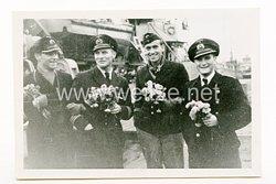 Kriegsmarine Pressefoto, 2.Minensuch-Flottille M 153 , Offiziere nach Feindfahrt, 11.03.1943