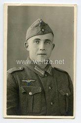 Wehrmacht Portraitfoto, Soldat mit Schiffchen