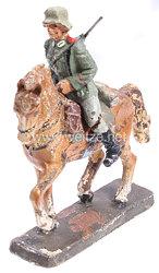 Lineol - Heer Soldat mit Karabiner auf Schrittpferd