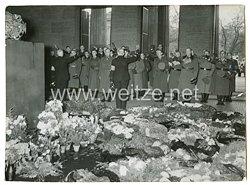 III. Reich Pressefoto: Finnische Frontkämpfer am Ehrenmal