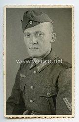 Wehrmacht Heer Portraitfoto, Obergefreiter mit Schiffchen
