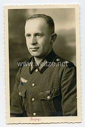Wehrmacht Heer Portraitfoto, Gefreiter mit Bandspange