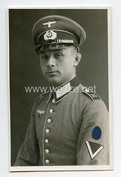 Wehrmacht Heer Portraitfoto, Soldat mit Waffenrock einer Nachrichtenabteilung