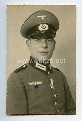 Wehrmacht Heer Portraitfoto, Soldat mit Waffenrock mit Schirmmütze