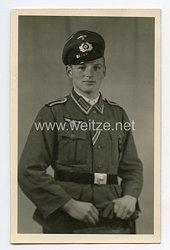 Wehrmacht Heer Portraitfoto, Unteroffizier mit Schirmmütze