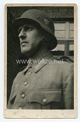 Wehrmacht Heer Foto, Soldat mit Stahlhelm