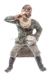 Lineol - Heer Lagerleben - Soldat sich rasierend sitzend auf einer Kiste