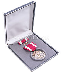 USA - Meritorious Medal in Case with Lapel Pin and Ribbon Bar
