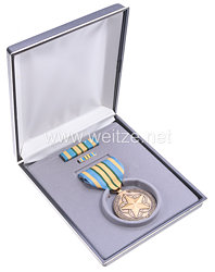 USA - Armed Forces Outstanding Volunteer Service Medal in Case with Lapel Pin and Ribbon Bar