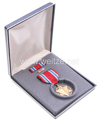 USA - Air Force Combat Readiness Medal in Case with Lapel Pin and Ribbon Bar