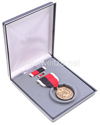 USA - Occupation Service Medal in Case with Lapel Pin and Ribbon Bar