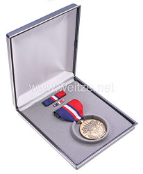 USA - Kosovo Campaign Medal in Case with Lapel Pin and Ribbon Bar