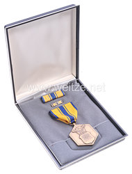 USA - Air Force Military Merit Medal in Case with Lapel Pin and Ribbon Bar